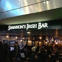 Foto diambil di Shannon's Irish Bar oleh Alexey G. pada 12/27/2012