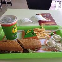 Foto tomada en Sandwich Qbano Cabecera por Luis Gabriel N. el 7/2/2015