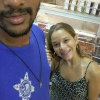 Foto tirada no(a) Superbom Supermercado por Vitor G. em 3/21/2017