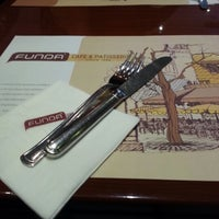 11/24/2012 tarihinde Angelica E.ziyaretçi tarafından Funda Cafe & Patisserie'de çekilen fotoğraf