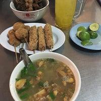 Photo taken at Soto Ayam & Ayam Goreng Bangkong by Ebii E. on 5/8/2017