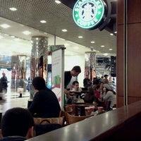 12/28/2011 tarihinde 🅰ntonio E.ziyaretçi tarafından Starbucks'de çekilen fotoğraf