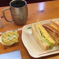 Photo taken at Komeda's Coffee by Yoshimitsu T. on 8/14/2014