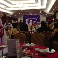 Photo taken at Orchid Garden Hotel Caesar Hall by Enon F. on 6/23/2013