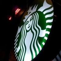 Das Foto wurde bei Starbucks von Azi A. am 1/31/2013 aufgenommen