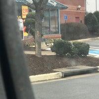 Das Foto wurde bei McDonald's von Rose B. am 1/22/2017 aufgenommen