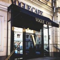 Снимок сделан в Vogue Café пользователем Ksenia Ⓜ. 4/13/2013