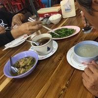 Photo taken at ข้าวต้มทอง บ้านโป่ง by Pornon W. on 12/13/2016