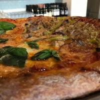 5/19/2017 tarihinde Chad B.ziyaretçi tarafından Pizzeria Bebu'de çekilen fotoğraf