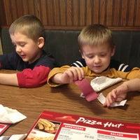 11/26/2012にJim V.がPizza Hutで撮った写真