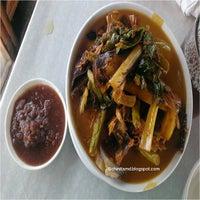 รูปภาพถ่ายที่ mer-ben bulalohan and crispy fried tawilis โดย Maika H. เมื่อ 10/29/2013