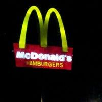 Foto tirada no(a) McDonald's por ANGELINA B. em 5/19/2013