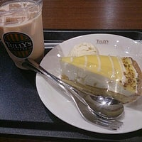 Photo taken at Tully's Coffee by ichigolovelove on 5/26/2013