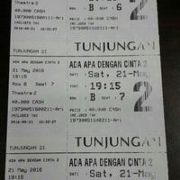 Photo taken at Cinema 21 Tunjungan plaza by Aditya Pinkawastu P. on 5/21/2016