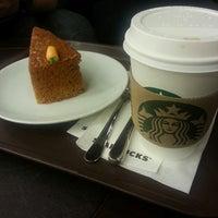2/15/2013 tarihinde Dolunay B.ziyaretçi tarafından Starbucks'de çekilen fotoğraf