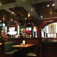 Foto scattata a BJ's Restaurant & Brewhouse da Dymphna il 12/27/2012