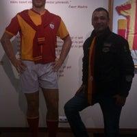 11/20/2012 tarihinde Talat D.ziyaretçi tarafından Galatasaray Müzesi'de çekilen fotoğraf