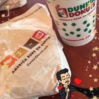 Foto diambil di Dunkin Donuts oleh Saif A. pada 12/24/2017