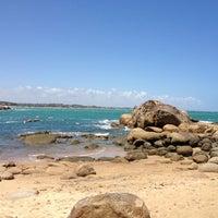 Foto tirada no(a) Praia de Calhetas por Leonardo B. em 11/6/2012