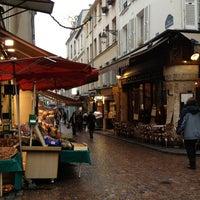 Photo prise au Rue Mouffetard par Laura J. le12/22/2012