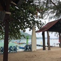 Photo taken at Pulau Perhentian Besar (Big Perhentian) by Ain Zulkifly on 9/10/2017