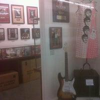 Foto tomada en Museo Beatle por Maria Paula C. el 11/27/2012