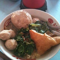 Photo taken at Warung Bakso Muncul Pak Dodo by Sisy U. on 12/2/2012