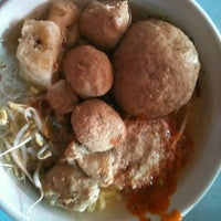Photo taken at Warung Bakso Muncul Pak Dodo by Sisy U. on 1/9/2013