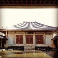 Foto tirada no(a) 東長寺 羅漢堂 por Itsuro M. em 12/9/2012