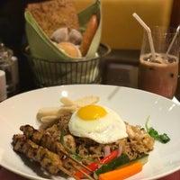 Photo taken at Café Esplanada 咖啡苑 by Keyvin on 2/7/2017