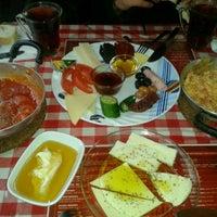 1/13/2013 tarihinde ecem u.ziyaretçi tarafından Café Faruk'de çekilen fotoğraf