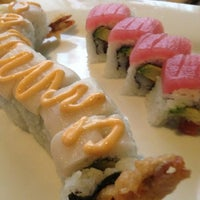 Photo prise au Akashi Japanese Grill & Sushi Bar par Jeni D. le2/14/2013