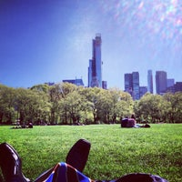 Foto tirada no(a) Sheep Meadow por Brad B. em 5/3/2013