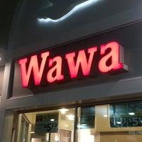 Photo taken at Wawa by ❦ ❧Desi S. on 7/18/2013