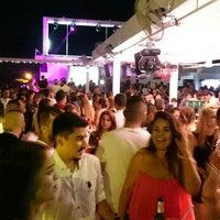 รูปภาพถ่ายที่ Ice Club & VIP Lounge โดย Serkan U. เมื่อ 6/13/2015