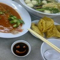Photo taken at Restoran Home Town Yong Tow Foo by Ieka T. on 6/30/2013