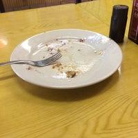 Das Foto wurde bei Cue's Burgers 'n More von Greg F. am 10/1/2014 aufgenommen