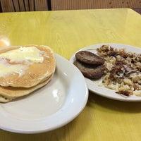Das Foto wurde bei Cue's Burgers 'n More von Greg F. am 10/6/2014 aufgenommen
