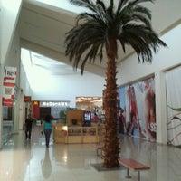 Foto tomada en Galerias Mall por Jesus M. el 11/13/2012