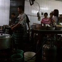 Photo taken at Mie Pasar Baru Jakarta by Tetiavai B. on 1/5/2013