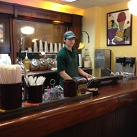 รูปภาพถ่ายที่ Queen City Creamery โดย Andrew C. เมื่อ 10/20/2012