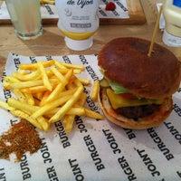 3/23/2013 tarihinde Gulsah Y.ziyaretçi tarafından Burger Joint'de çekilen fotoğraf