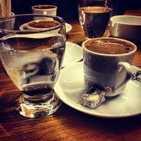 4/10/2013 tarihinde Mert Adamziyaretçi tarafından Kahveci Hacıbaba'de çekilen fotoğraf
