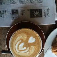 Foto tomada en Plowshares Coffee Bloomingdale por Regina B. el 9/5/2016