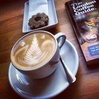 Photo taken at Madal Cafe - Espresso & Brew Bar by Regina B. on 8/22/2013