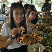 Photo taken at เรือนถาวร Home Stay & Seafood by Pooh W. on 12/28/2016