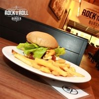 Foto tirada no(a) Rock 'n' Roll Burger por Rock 'n' Roll Burger em 10/16/2014