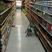 Photo taken at Met Foodmarket by Gregory C. on 10/29/2016