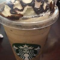 รูปภาพถ่ายที่ Starbucks โดย Rachel D. เมื่อ 7/13/2016