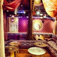 7/18/2013 tarihinde Elcin A.ziyaretçi tarafından Al Fakheer Shisha Lounge'de çekilen fotoğraf